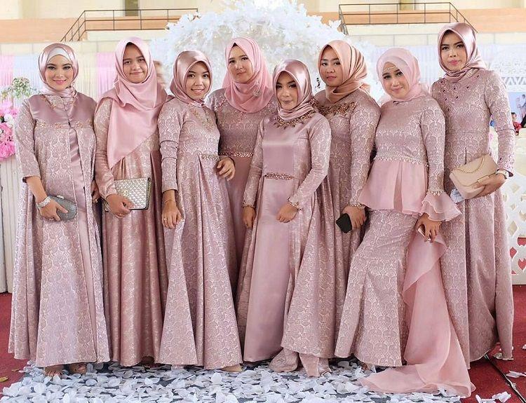 Inspirasi Gaun Bridesmaid Muslimah Untuk Wanita Berhijab