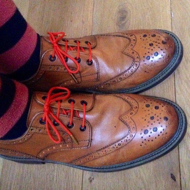 #lacetsorange #lacets #chaussures #modehomme #hommestyle #derbies #lacetsoriginal