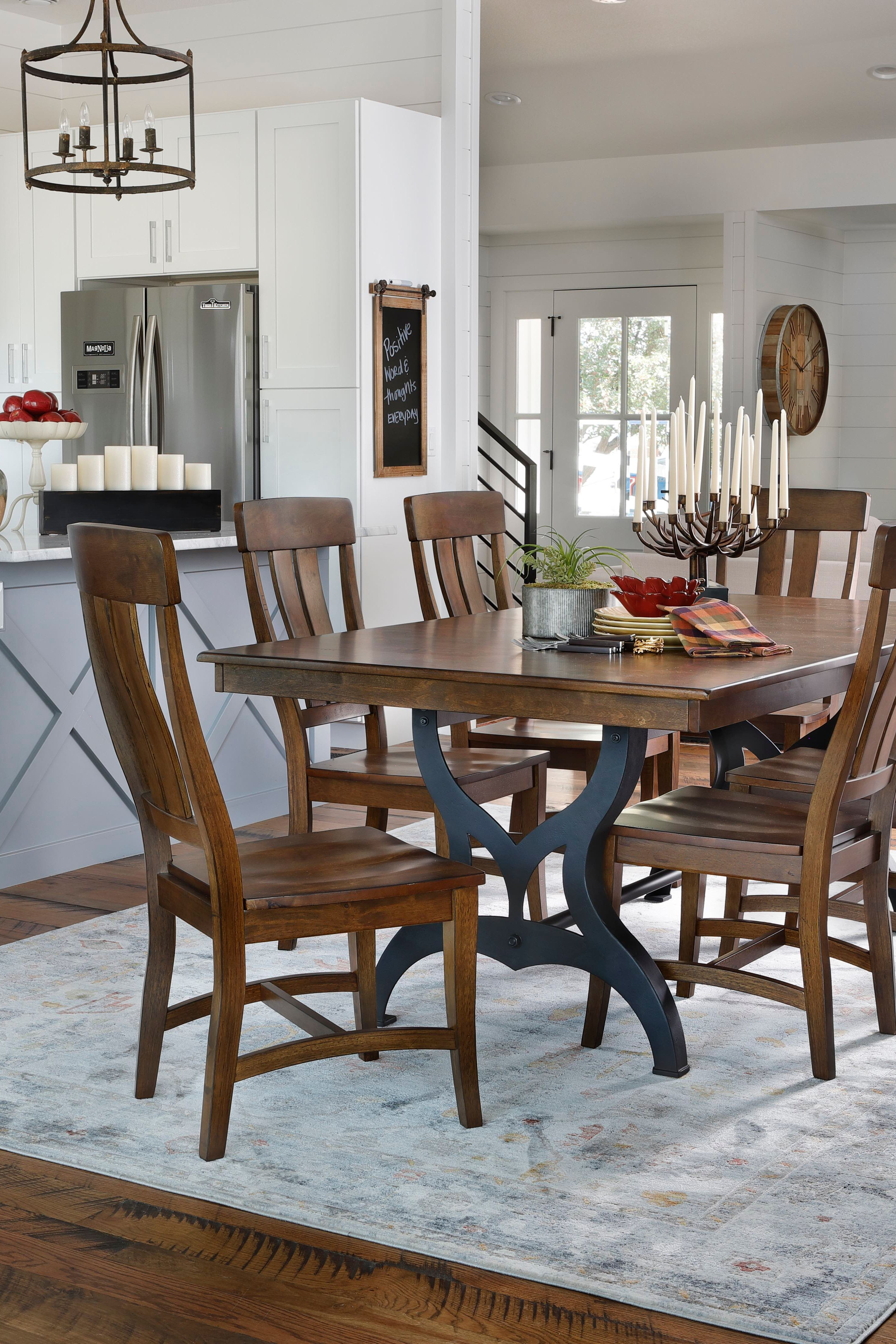 The District 5 Pc Dining Room Set With Images Dining Room