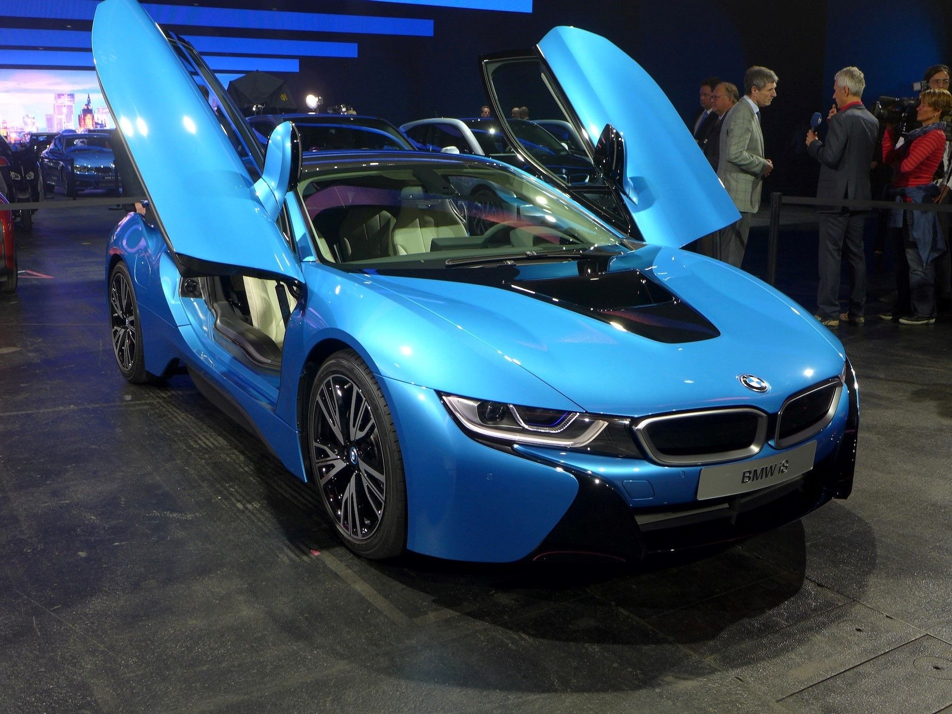 Protonic Blue Bmw I8 Luxury Two Seater Car With Open Door Wallpapers Jpg 1900 1425 Bmw Latest Bmw Super Cars