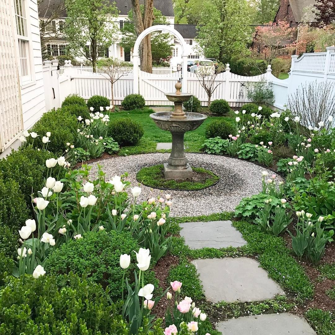 Pin By Lisa Moseley On Villa Wood Small Garden Design Charleston Gardens Cottage Garden