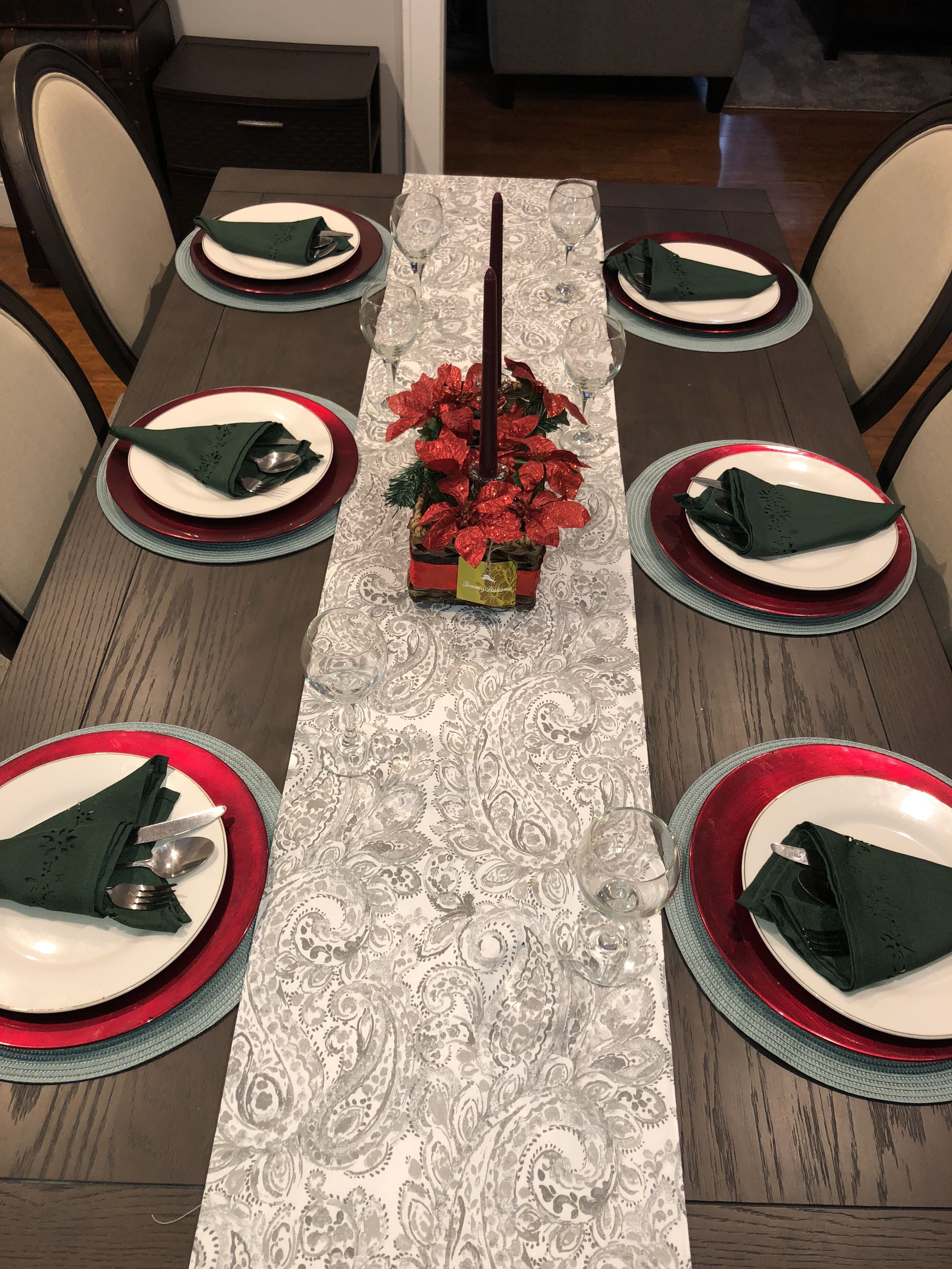 Dining Room Table Set Up For The Holidays Green Napkins