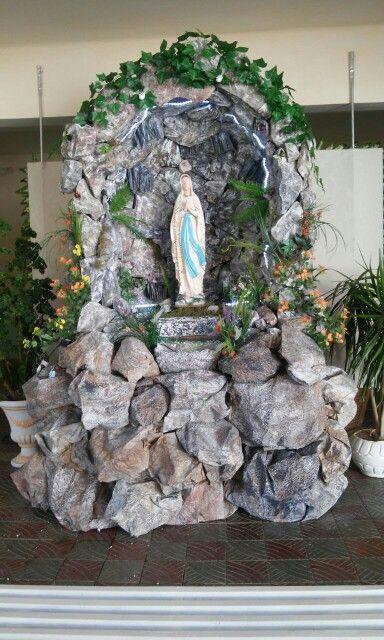 Gruta Produzida Com Material Reciclado Para O Seminario Em Cajazeiras Pb Altar Em Casa Jardins De Casa De Campo Jardins Decorados