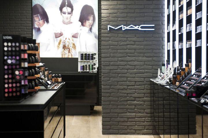 Mac Cosmetics Store By Pinkeye Liege Retail Design Blog Cosmetic Store Mac Store Mac Cosmetics