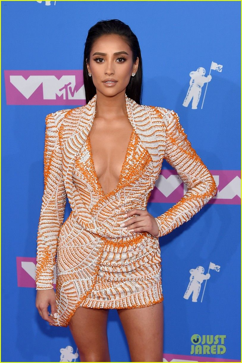 c4ca0774c1 Shay Mitchell at the MTV Video Music Awards 2018