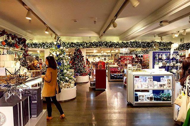 Addobbi Natalizi Harrods.Harrods Londondn Instalondon Instagram Londonchristmas Me Luci Colori Addobbinatalizi Decorazioni Italy London Christmas Instagram Christmas Feeling