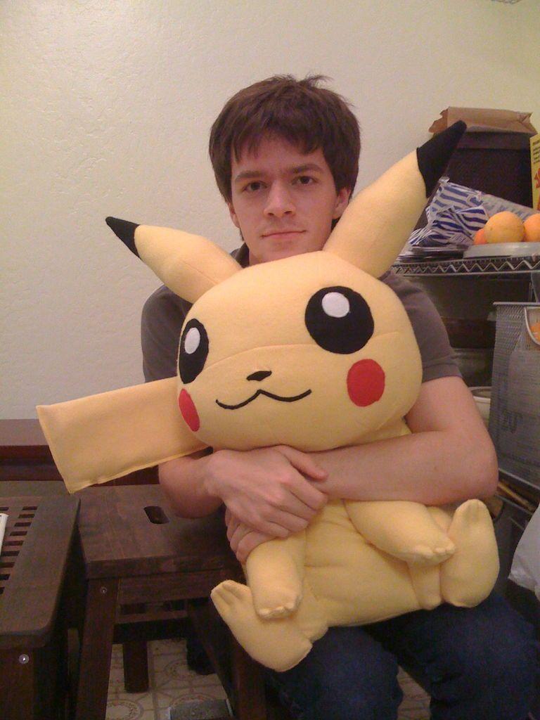 Giant Stuffed Pikachu | Nähen, Tiere nähen und Nähecke