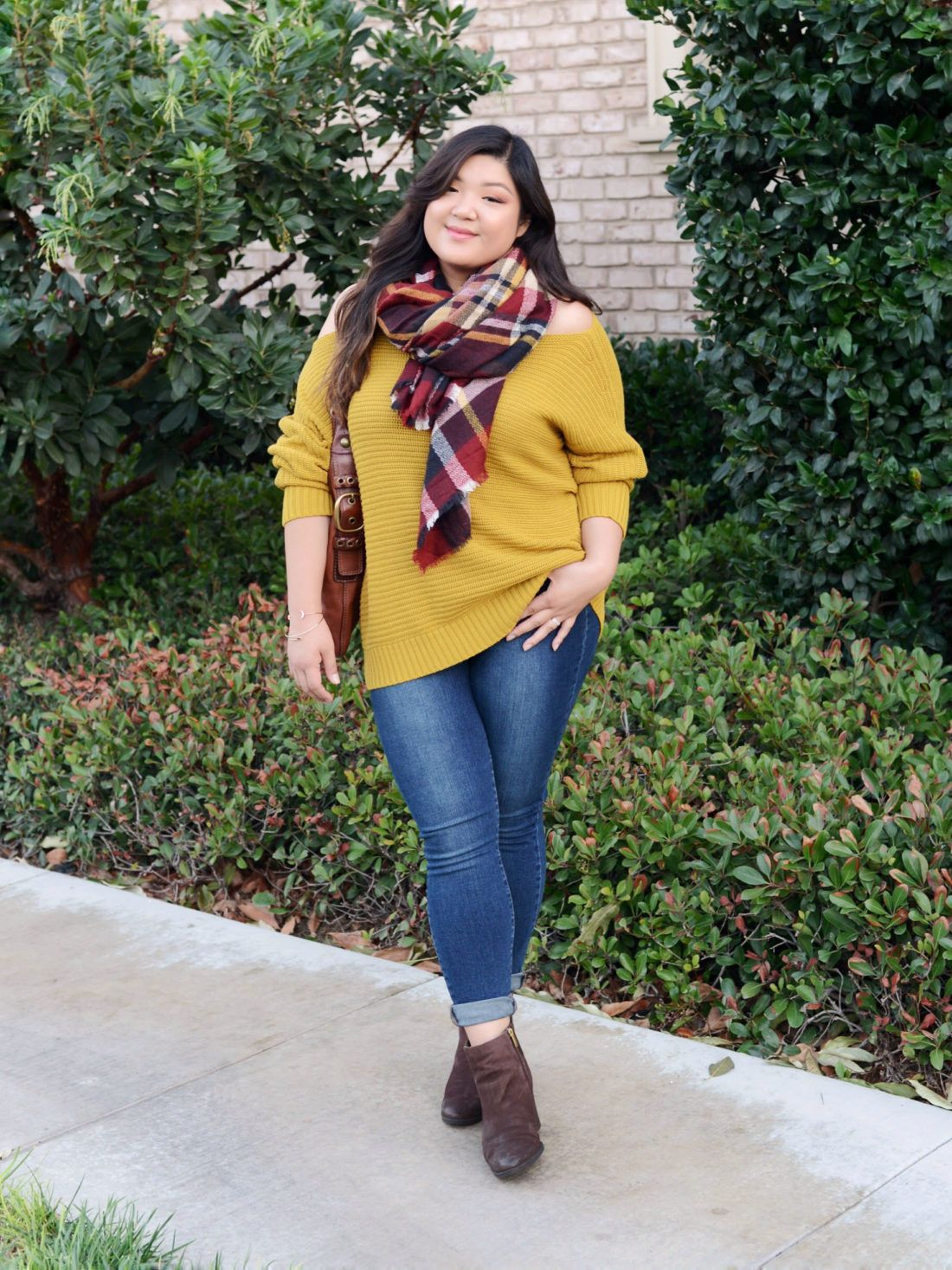 Curvy Girl Chic Plus Size Sweater Skinny jeans and Ankle ...