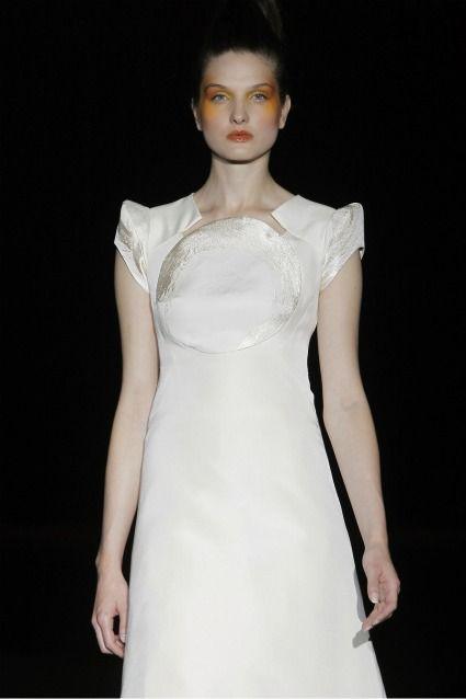 Miquel Suay nos propone una novia natural y sencilla para los vestidos de novia 2012.