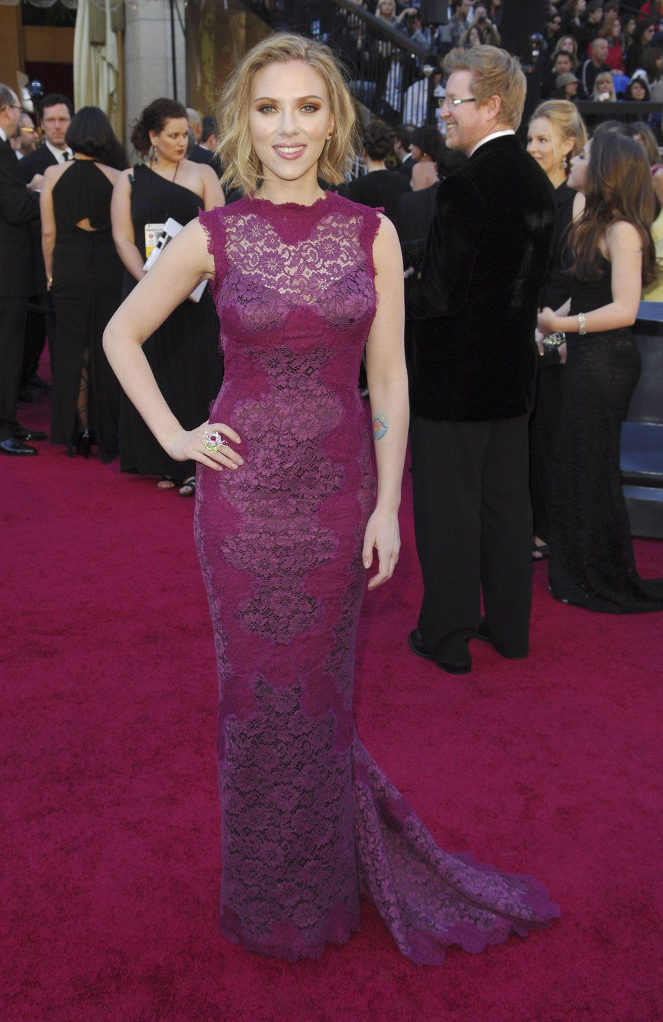 Scarlett Johansson purple lace dress orange eyeshadow | Purple ...
