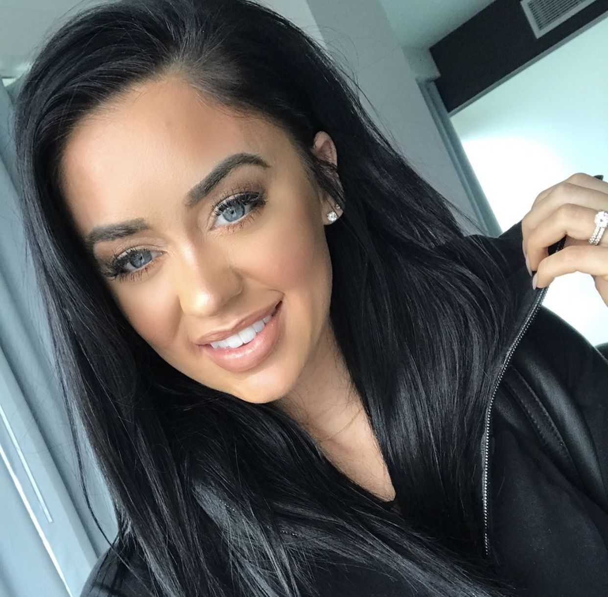 pin by marisol meza on make-up | dark hair blue eyes, katy