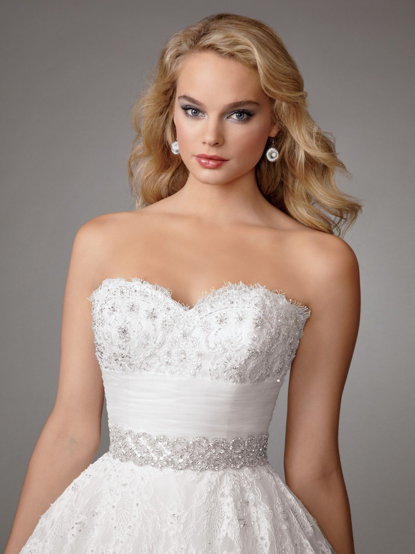 Most expensive wedding dress in the world  Jordan Fashions M bodice  The most expensive dress you will ever