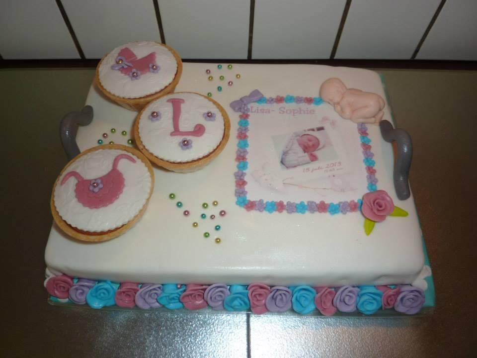 dienblad taart met geboortje kaartje eetbaar en cupcake's