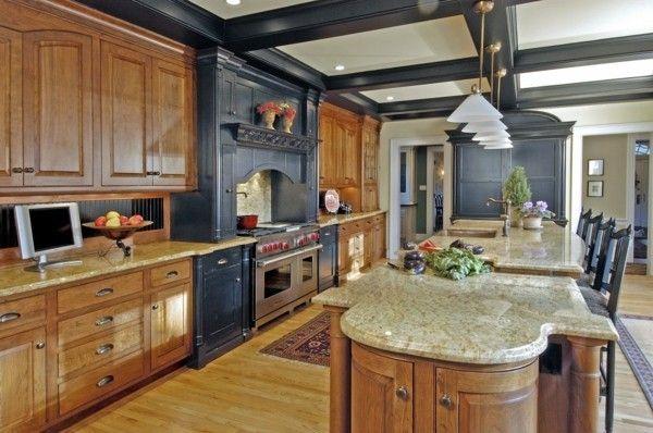 Küchendesign  küche mit kochinsel traditionelles küchendesign mit schwarzen ...