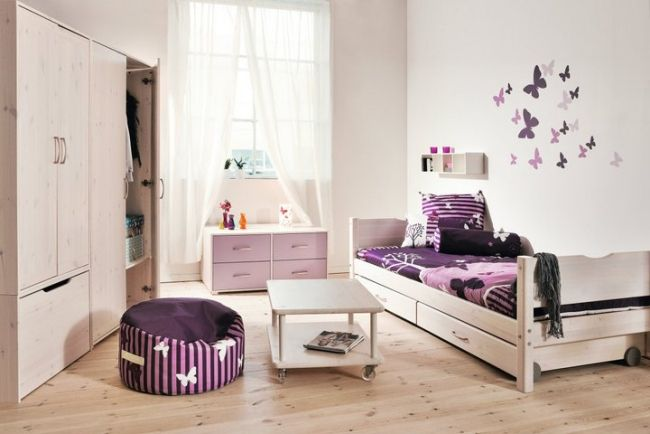jugendzimmer m dchen wanddeko schmettelinge lila wei sitzsack umzug. Black Bedroom Furniture Sets. Home Design Ideas