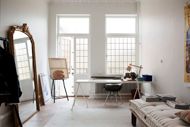 my scandinavian home: Scandinavian meets parisian in Malmö  (peili, maalausteline, työpöytä, sohva)
