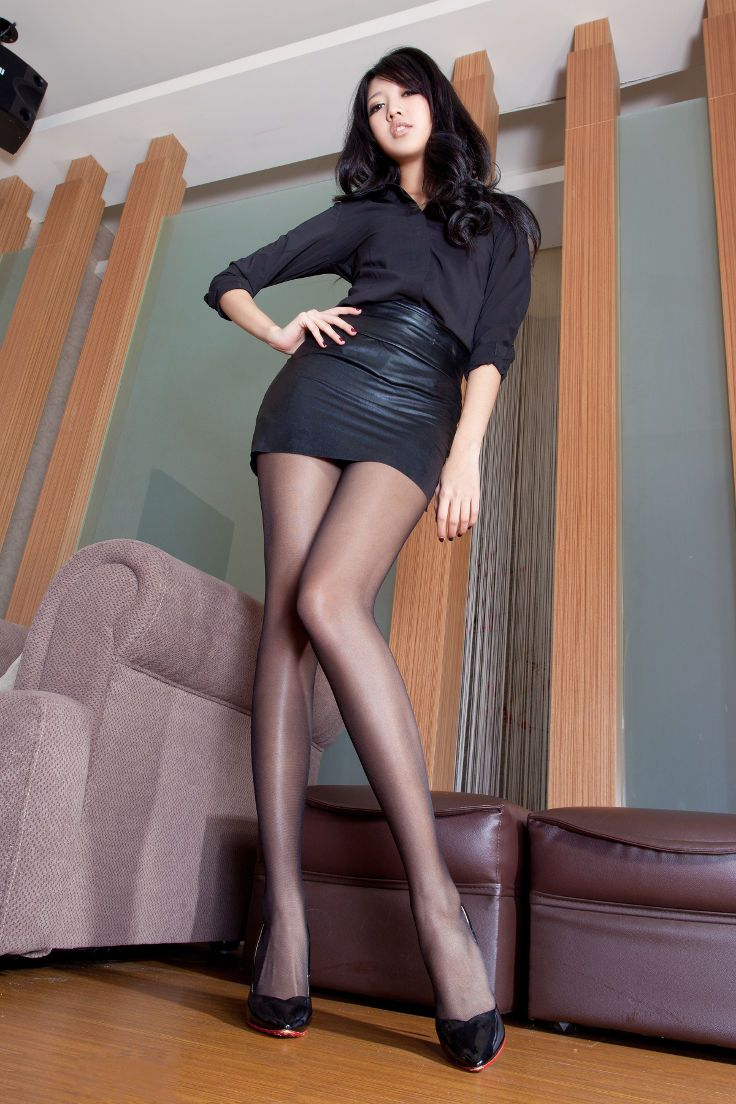 Mini skirt legs pantyhose that thing