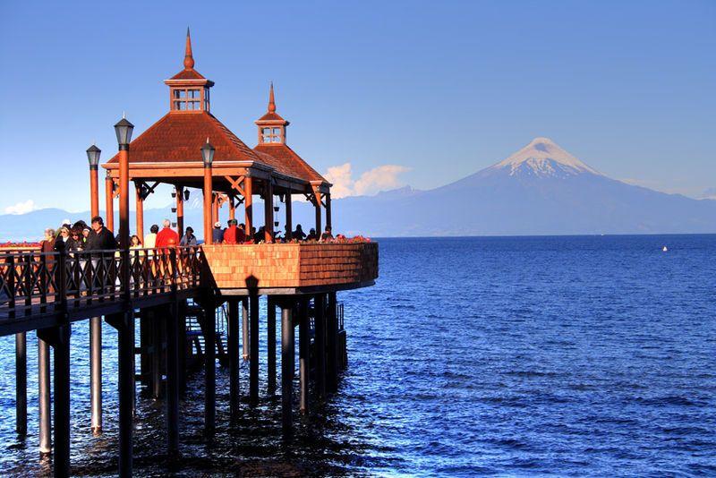 Mágica perla en el lago Llanquihue Al fondo se ve el volcán Osorno