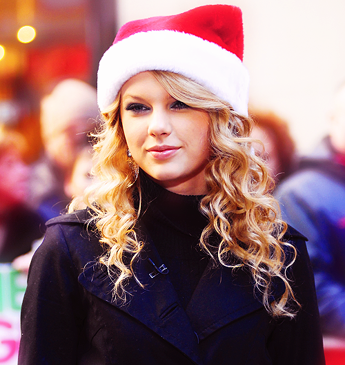 Taylor Swift Christmas.Taylor Swift Sporting A Santa Hat Christmas Is Coming