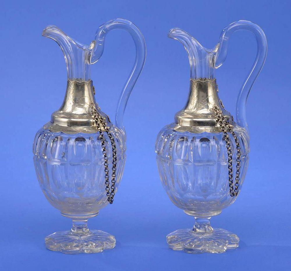 Zwei Glaskaraffen mit Silbermontierung H 27 cm