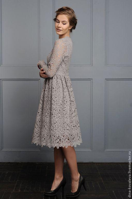 Кружевное серое платье фото