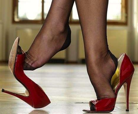 red pumps and black pantyhose high heels pinterest sch ne f e nylon strumpfhosen und. Black Bedroom Furniture Sets. Home Design Ideas