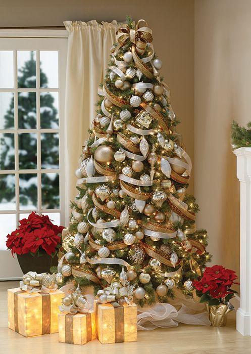 Arvore De Natal Classica Com Decoracao Prata E Dourada Com