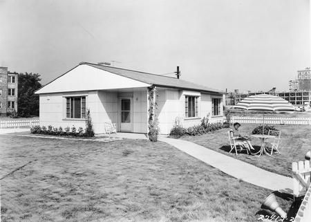 1950s house typical postwar tract house for returning for Tract home builders