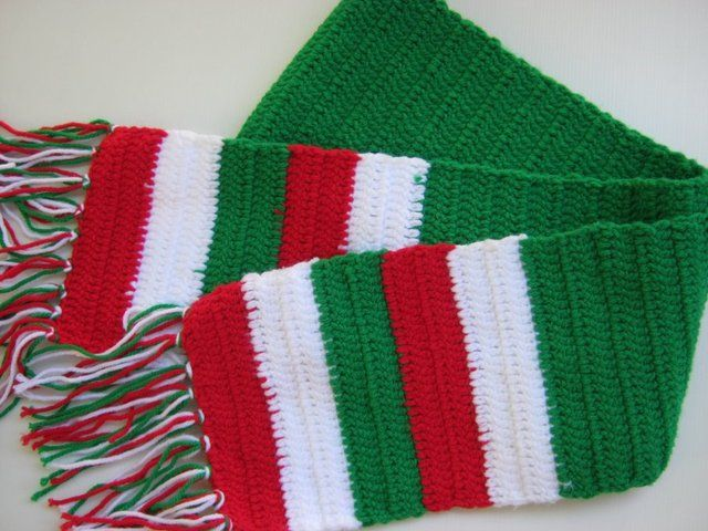 'Cute Christmas Scarf' is going up for auction at  1am Sat, Oct 27 with a starting bid of $10.
