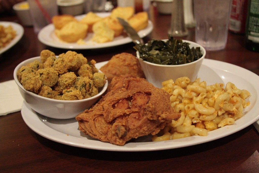 Macarthur S One Of The Best Places For Soul Food In Chicago 5412 W Madison St Soul Food At It S Finest Soul Food Dinner Southern Recipes Soul Food Food
