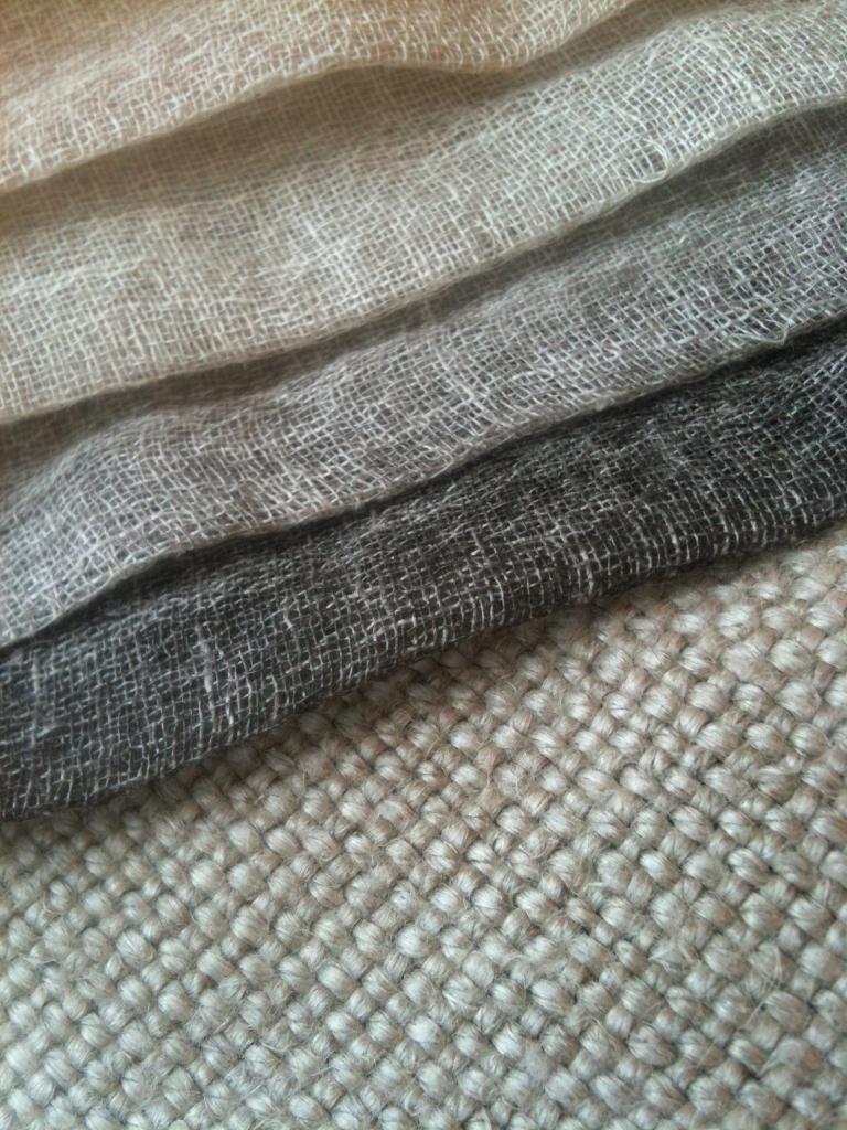 Als raambekleding denk ik aan vouwgordijnen in een stoere for Gordijnen stof