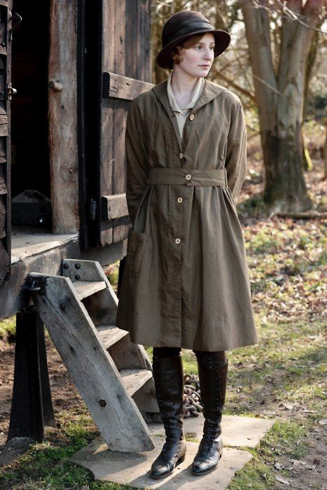 Downton--Edith's farming outfit, cloche hat