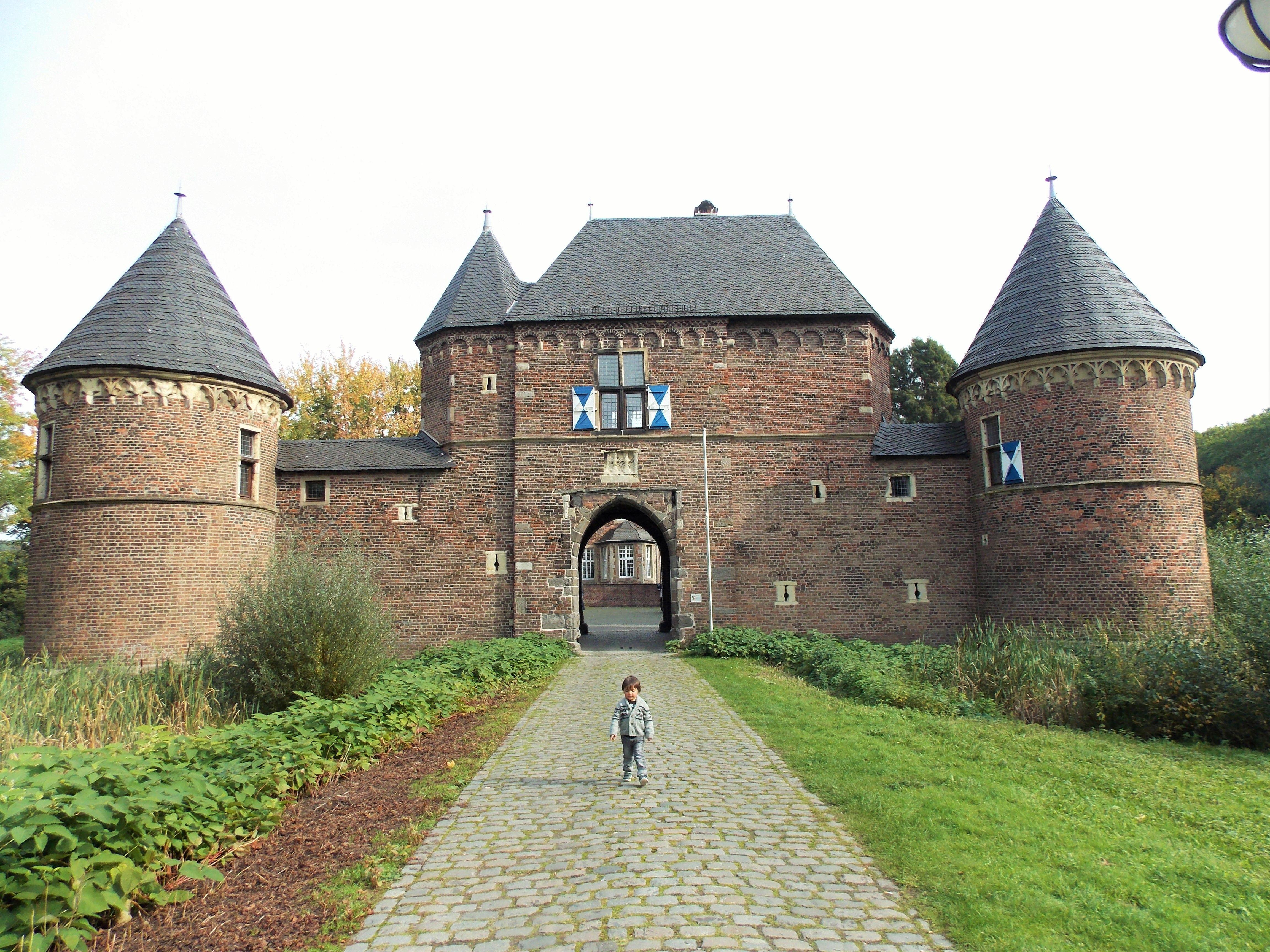 Burg Vondern 1162 Oberhausen Germany 2015