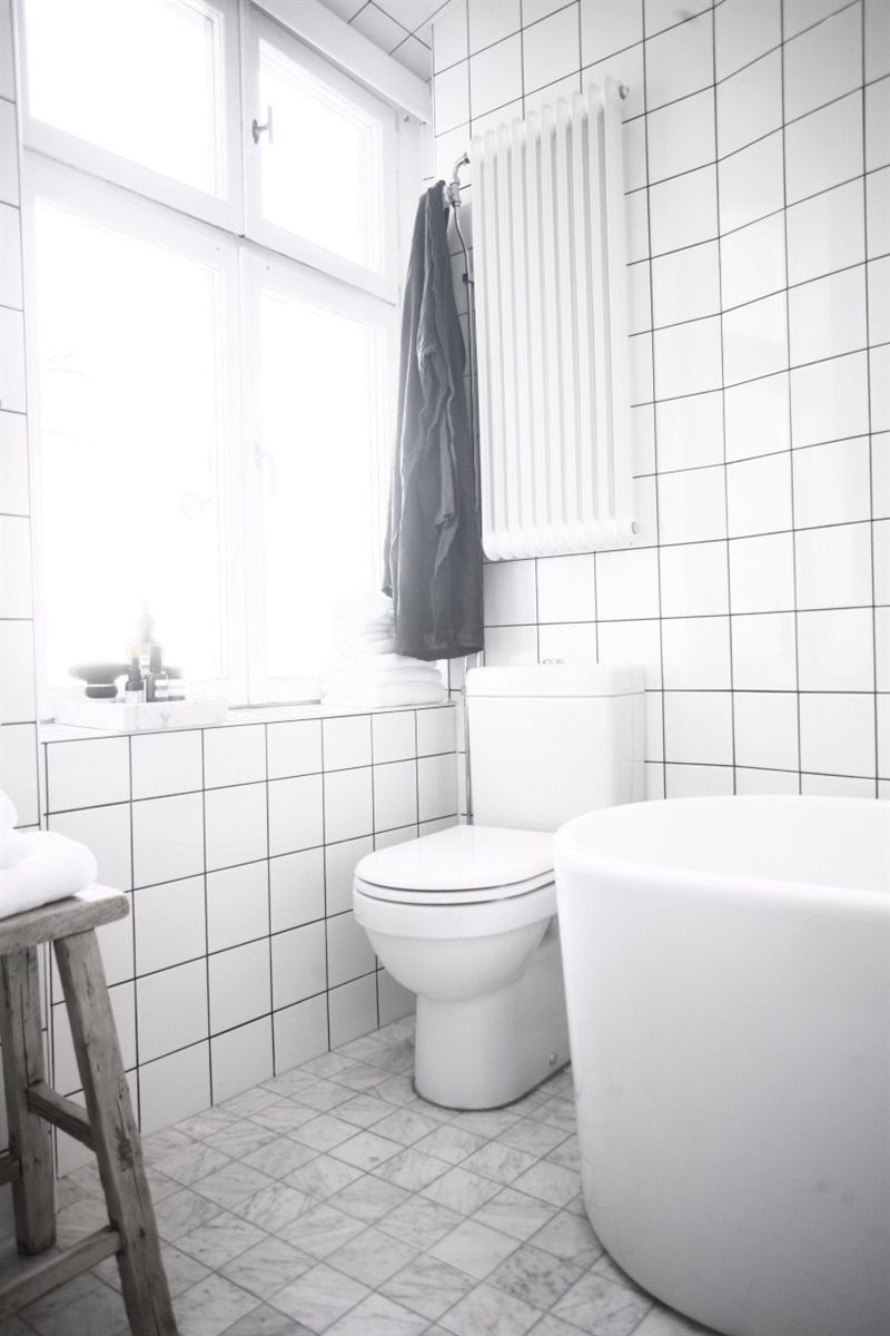 Bilder, badrum, vitt, spegel, badrumsskåp, fönster   hemnet ...