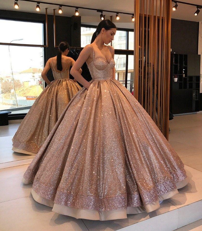 leenigguh @keinigguh  Abendkleid, Langes abendkleid, Kleider