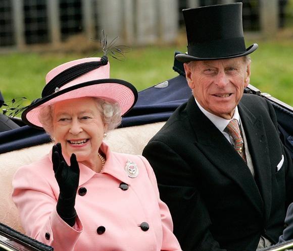 Isabel II y el duque de Edimburgo cumplen 65 años de casados #realeza #royals #royalty