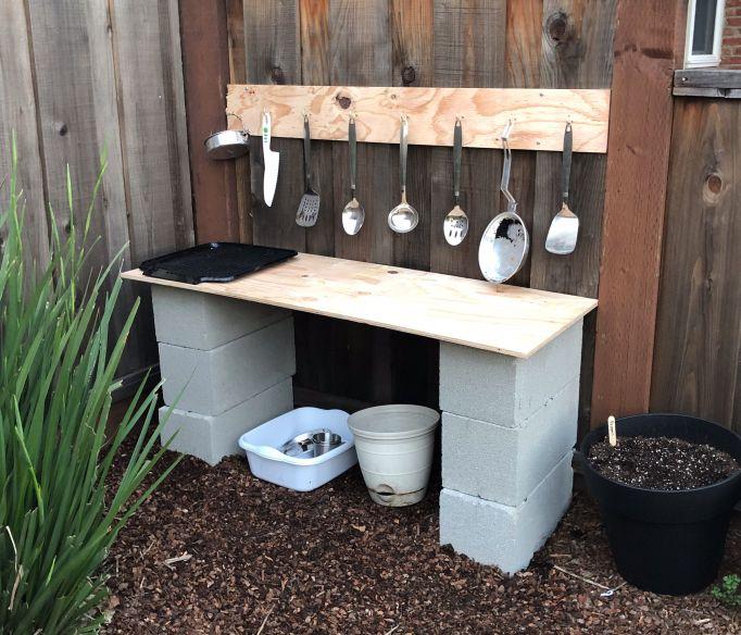 The Benefits Of Mud Play And How To Set Up A Mud Kitchen Aussenspielkuche Schlammkuche Kinder Spielplatz Garten
