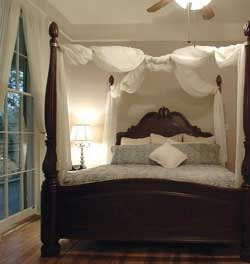 king size canopy beds cabahanosse bed breakfast and antiques gifts - Dark Wood Canopy Interior