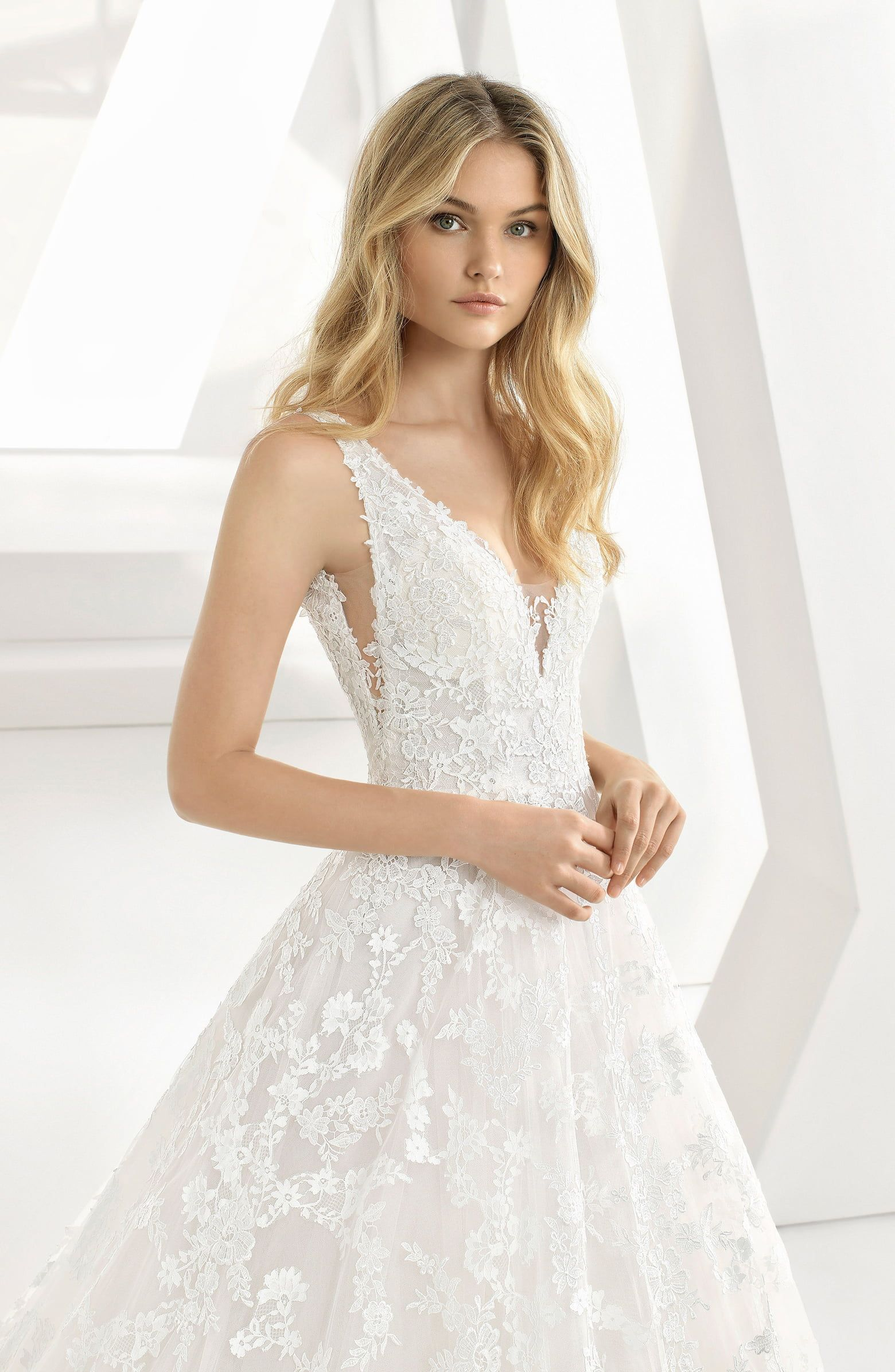 Rosa Clará Denice Illusion VNeck Lace & Tulle Gown