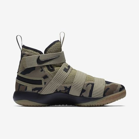 e09bacea0bf Nike Lebron Soldier Xi Flyease (Extra Wide) Basketball Shoe - M 14   W 15.5