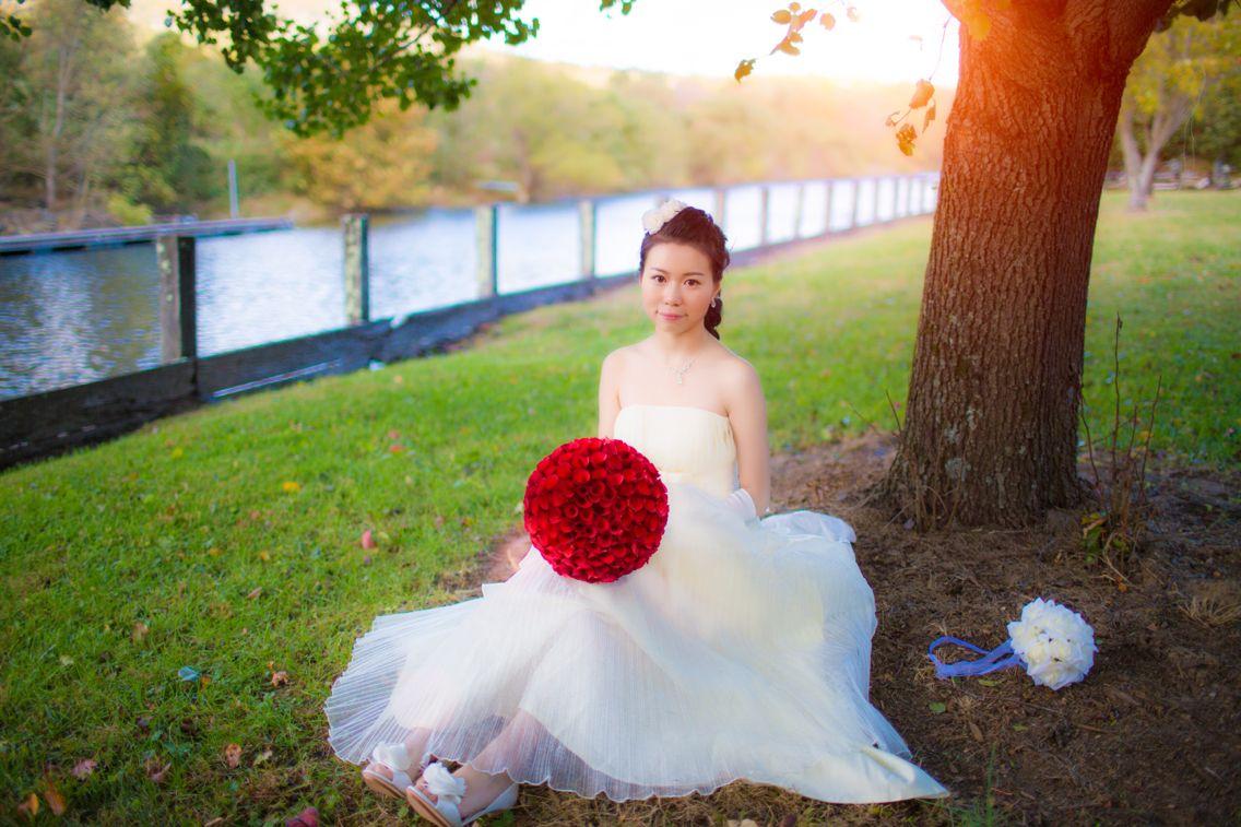 有人喜欢春天里白如雪的樱花;也有人喜欢秋日里红似火的枫叶。漫山的红叶,层叠的裙裾,深情的眼眸,我们记录下了这些美好的瞬间,和大家一起分享。#story2movie wedding collection