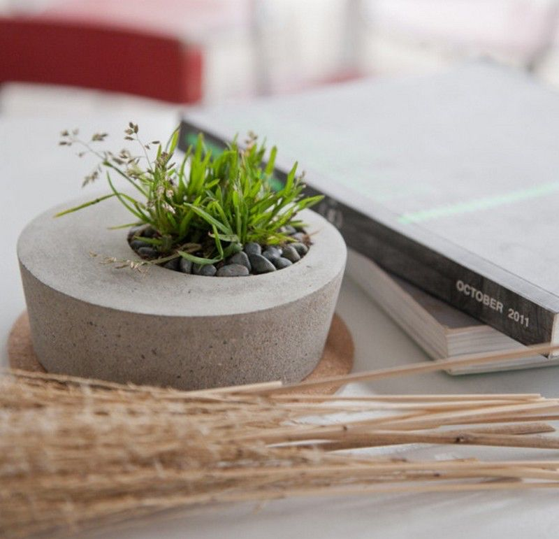Image from http://theownerbuildernetwork.co/wp-content/uploads/2015/05/DIY-Concrete-Planters-03.jpg.