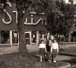 Superb Pic Of A Family In Front Of Stein Mart, Downtown Greenville, MS. (
