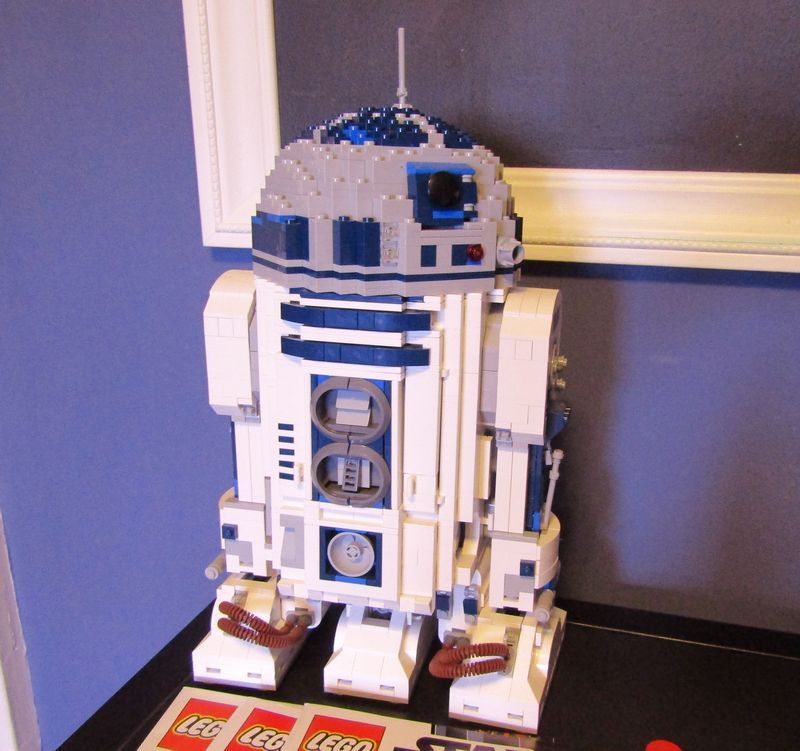 Large lego star wars r2d2 model 10225 with 3 manuals 14t