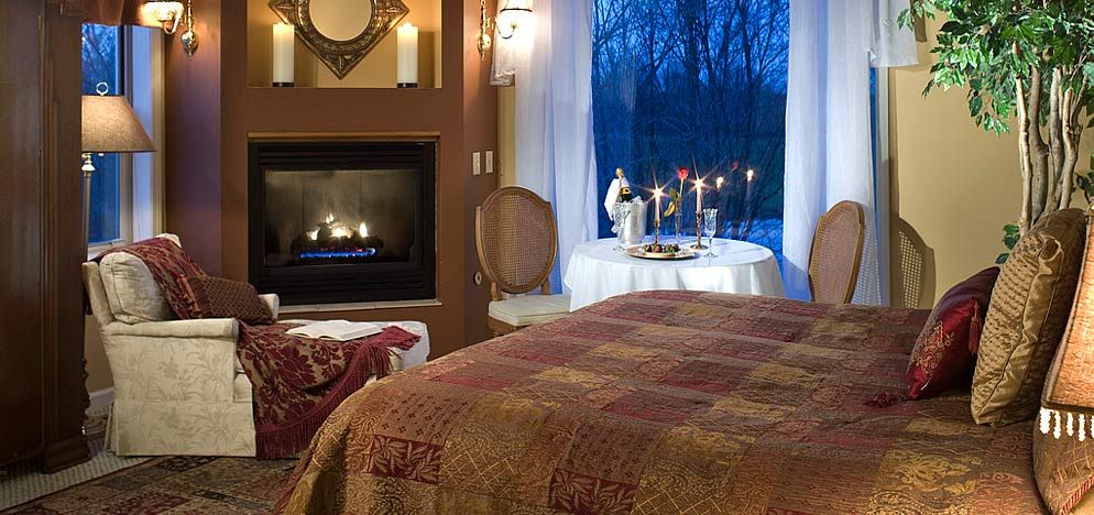 Michigan Inn and Spa, King Arthur Suite, Allegan Bed and