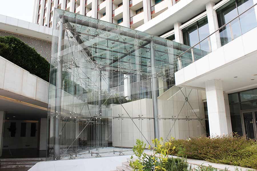 5 Star Hilton Hotel Building Facades Tension Rod Spider Glass Glasscon Gmbh Glass Wall Design Glass Facades Glass Building