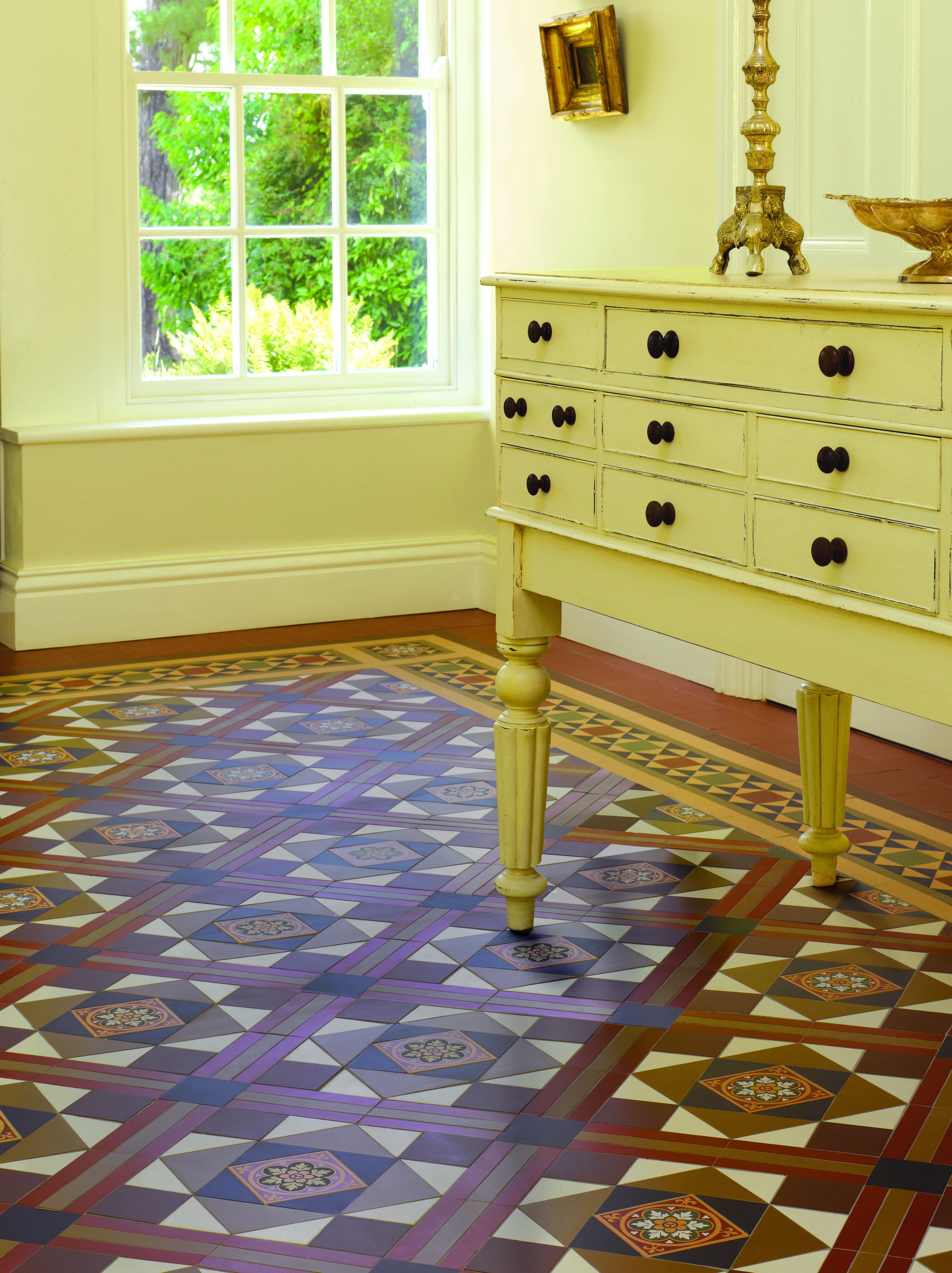 Original Style - Lindisfarne pattern with Stevenson border in Royal ...