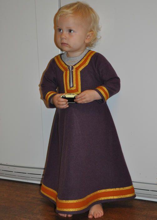 Beautiful 1100's child dress