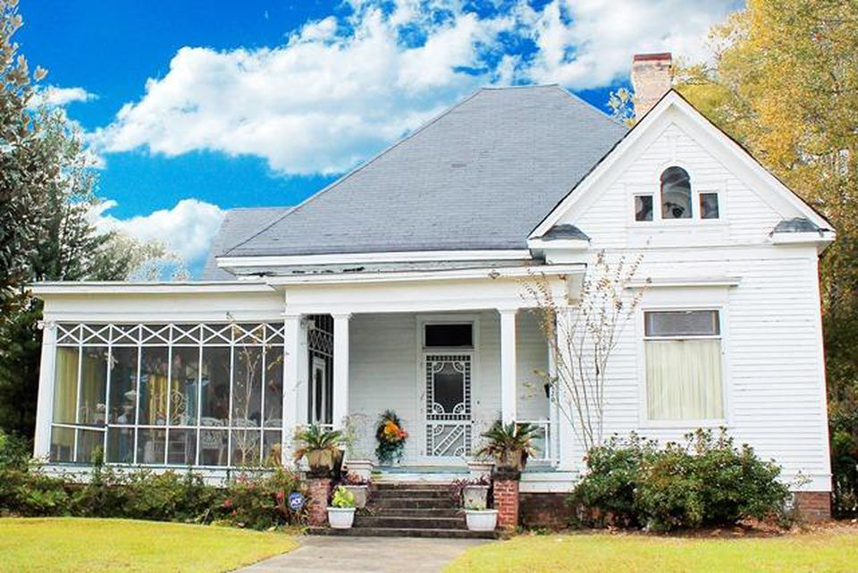 1120 N Main St Hattiesburg Ms 39401 Mls 111667 Zillow Victorian Homes Exterior Old House Dreams Victorian Homes