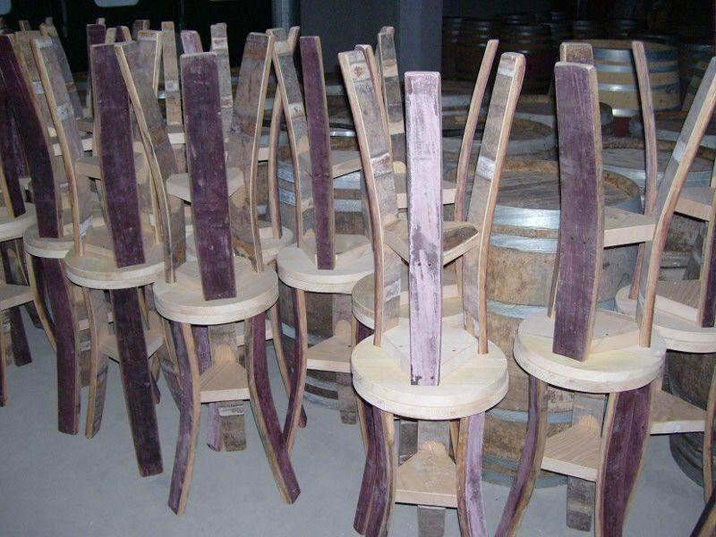 Sgabelli grezzi con piedi da barrique usate pronti per la v